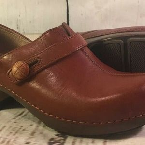 Dansko Clogs Brown Leather Shoes Size 38 Buttoned